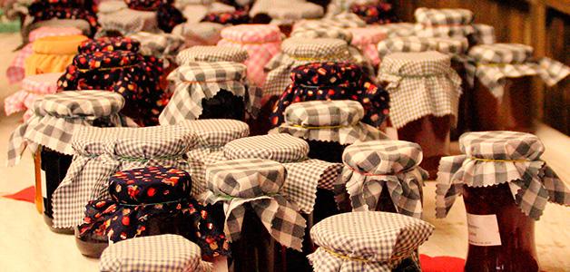 Картинки по Еапросу домашнее вино иЕ варенья