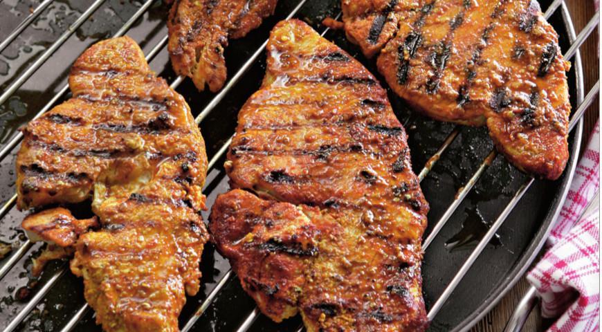 Как вкусно приготовить куриное филе в духовке с помидорами