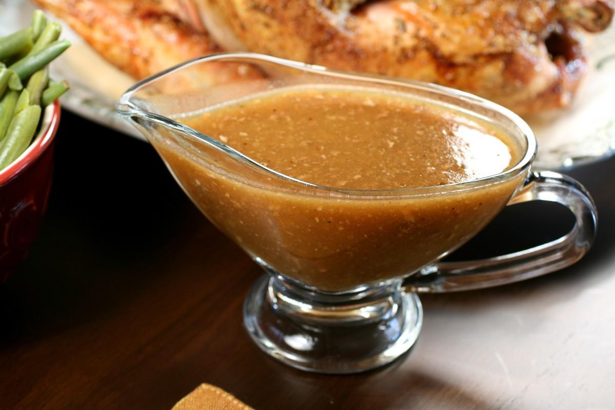 Кислый соус с ананасом