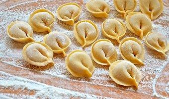 Рецепты теста для пельменей – популярные варианты приготовления