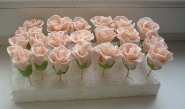 Простой способ украшения тортa – Розы из крема