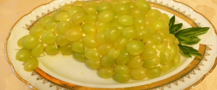 Салат Тиффани с виноградом пошагово