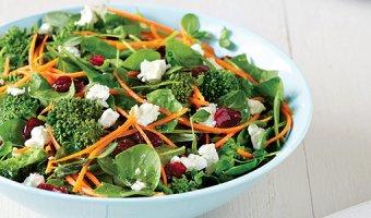 Салат со шпинатом: 4 вкусных и простых рецепта