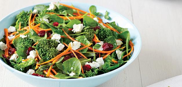 Салат из шпината: 4 вкусных и простых рецепта