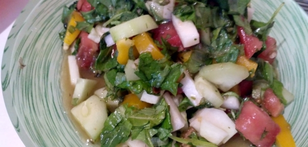 Салат из сныти и одуванчиков
