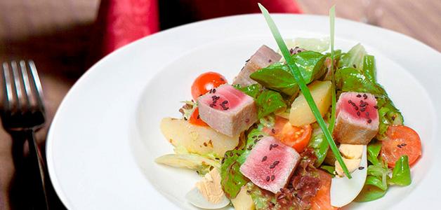 """Салат """"Нисуаз"""" – 3 рецепта для любителей рыбы"""
