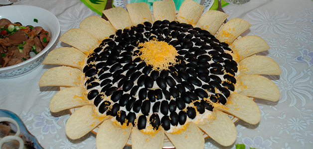 Салат подсолнух с печенью треску
