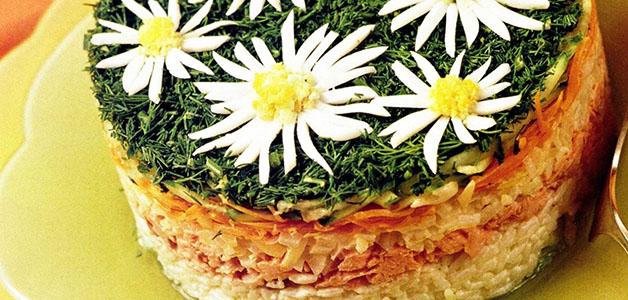 """Салат """"Ромашка"""" – 4 рецепта к праздничному столу"""