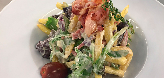 Вкусный салат с копченой куриной грудкой