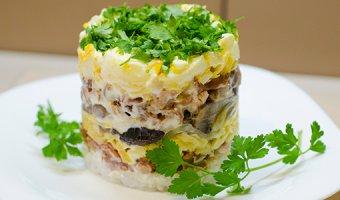 Салат с копченой куриной грудкой – вкусные рецепты