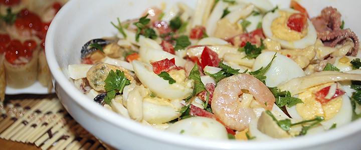 Салат с кальмарами и авокадо новые фото