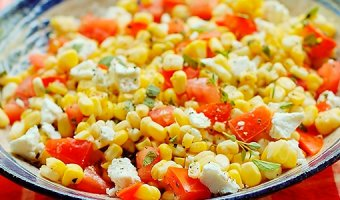Салат с кукурузой – популярные и вкусные рецепты