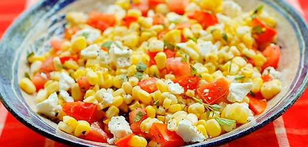 Салат с кукурузой: популярные и вкусные рецепты