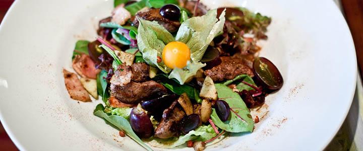 Салат с куриной печенью