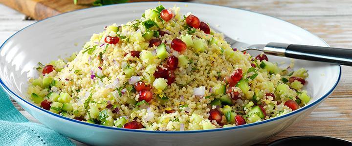 Салат с кускусом и рукколой