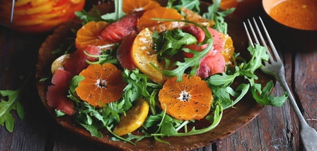 салат с мандаринами и хурмой