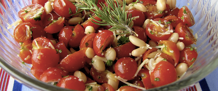 Салат с помидорами черри и кедровыми орешками