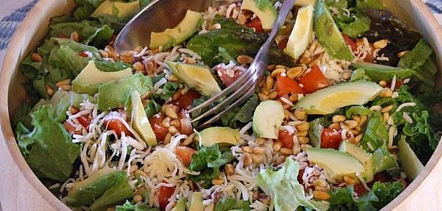 Салат с рукколой, авокадо и креветками