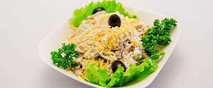 Салат с сайрой и мозгами