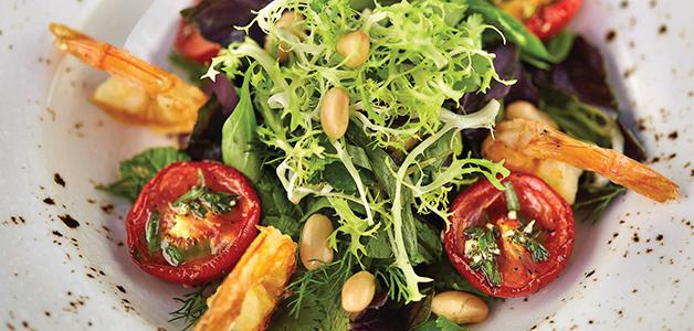 Салат с вялеными помидорами и креветками