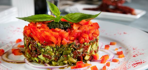 Салат с вялеными помидорами – 4 изысканных рецепта