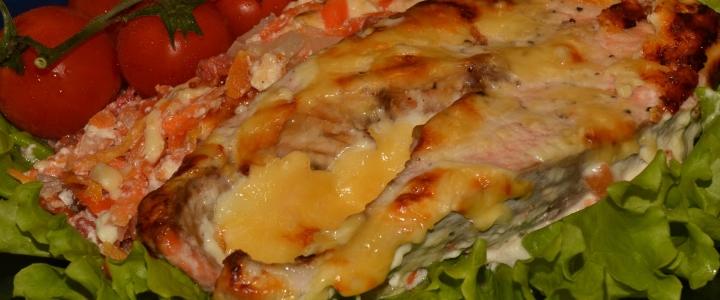 Семга с сыром и томатами
