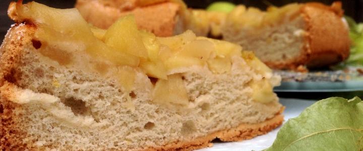 шарлотка с яблоками и корицей в духовке