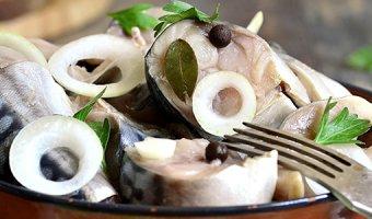 Скумбрия в луковой шелухе – 3 рецепта