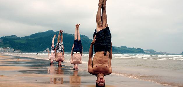 Упражнение стойка на голове