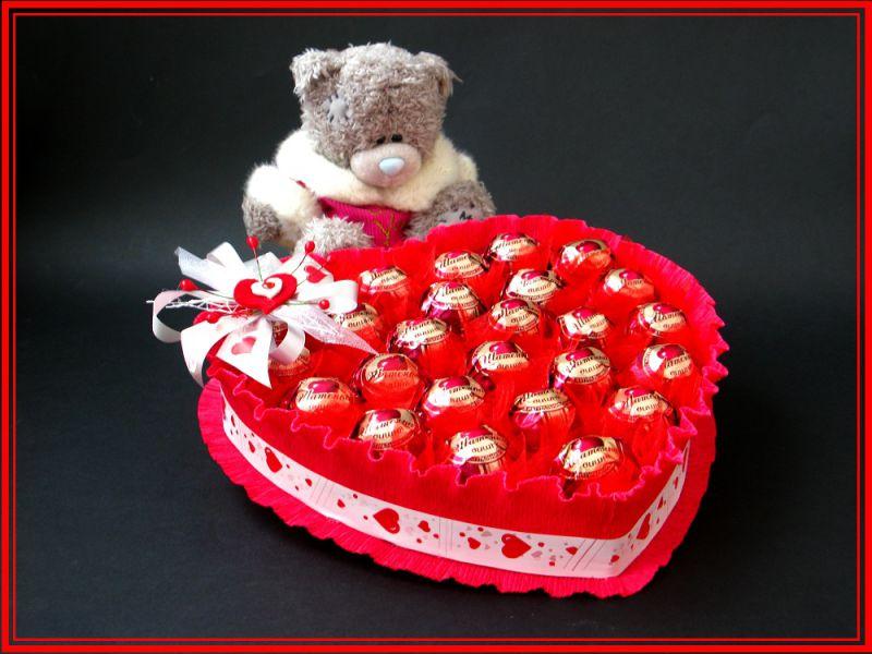 Как сделать сердце из конфет своими руками фото