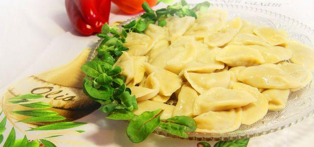 вареники с салом, картошкой и луком