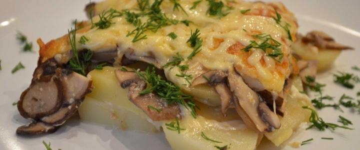 Вареный картофель с грибами