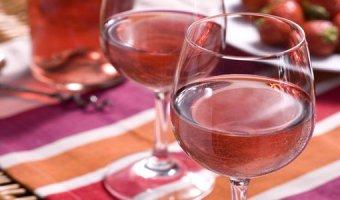 Вино из клубники – легкие рецепты