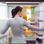 Как избавиться от запаха из холодильника