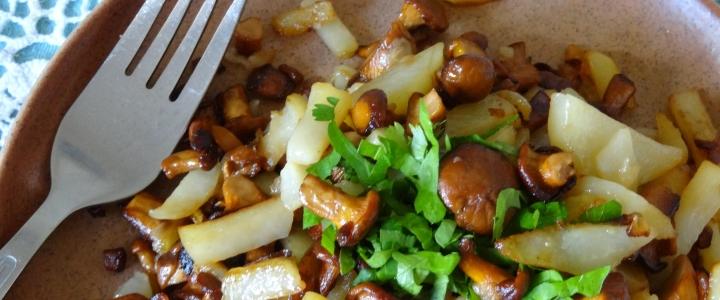 Жареные лисички с картошкой