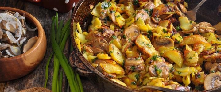 жарить картошку с грибами