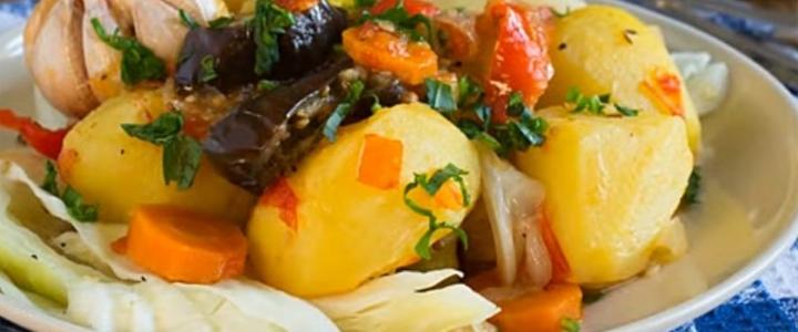 Сочная картошка жареная с овощами
