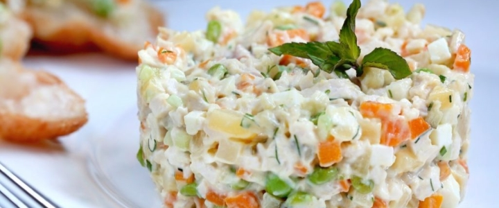 зимний салат с огурцами